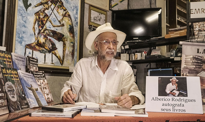 O escritor Alberico Rodrigues